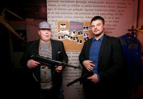 Corporate event: Mafia vs detectives